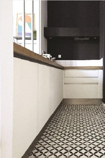 Carreau ciment sur le sol d'une cuisine en rénovation à Bages 66, par Cimenterie de la Tour
