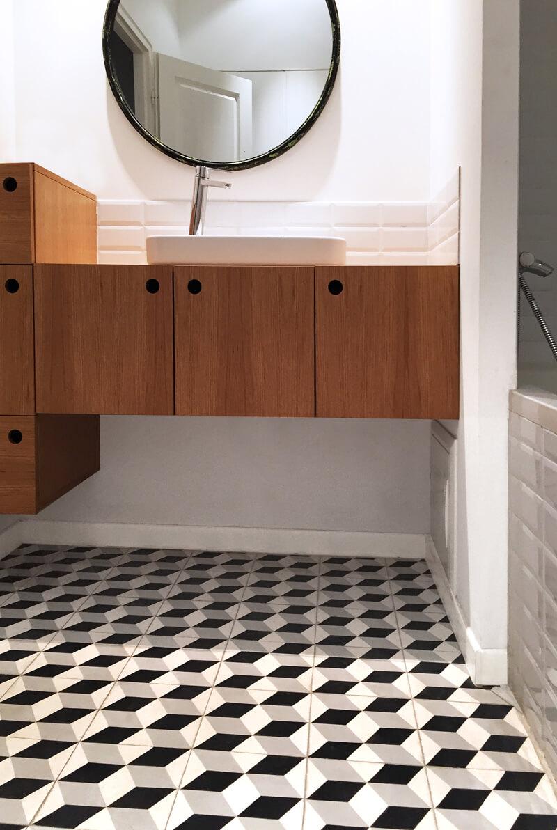 Carreaux de ciment géométrique sur le sol d'une salle de bain à Dijon 21000, Cimenterie de la Tour