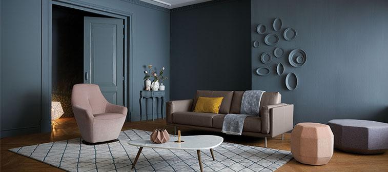 décoration d'un séjour rose poudré et gris par decor et sens magazine