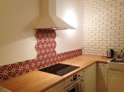 Carreaux de ciment hexagonal sur une crédence de cuisine à Pignan 34, Cimenterie de la Tour