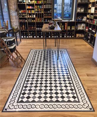 Carreaux de ciment motifs et bordures sur le sol d'un magasin à Bordeaux 33
