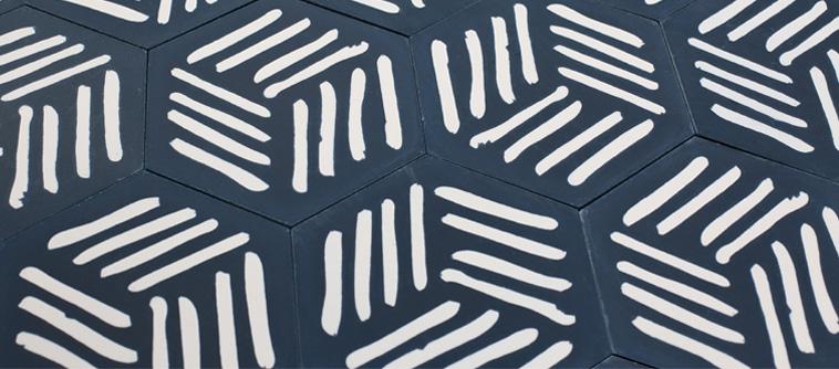 carreaux de ciment designé par piergil fourquié et édité par la cimenterie de la tour, sol d'une cuisine en carreaux ciment
