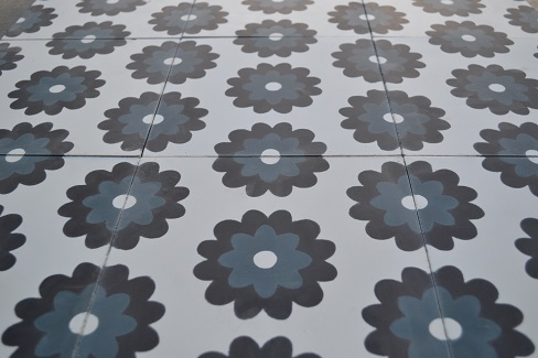 Carreaux de ciment motif floral crédence de cuisine à Rodez 12, par Cimenterie de la Tour fabricante de carreaux ciment