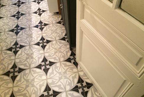 Motifs floral noir blanc carreaux de ciment Cognac 16, Cimenterie de la Tour