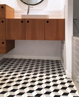 Salle de bain carreaux de ciment géométrique noir et blanc à Saint-Brieuc 22, Cimenterie de la Tour