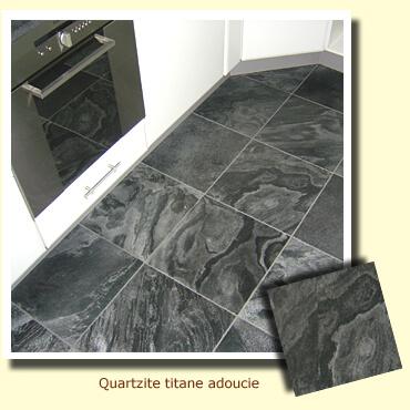 sol d'une cuisine en pierre quartzite titane adoucie