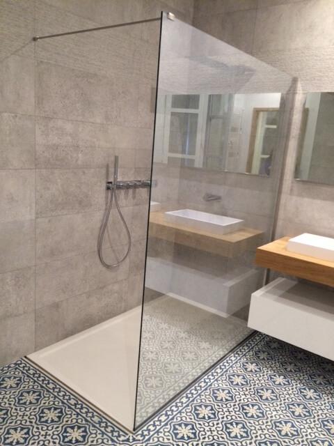 carreaux de ciment pour une salle de bain moderne