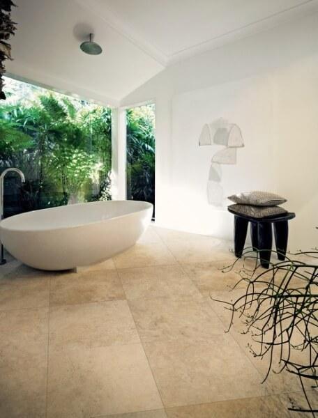 Salle de bain carrelage effet pierre