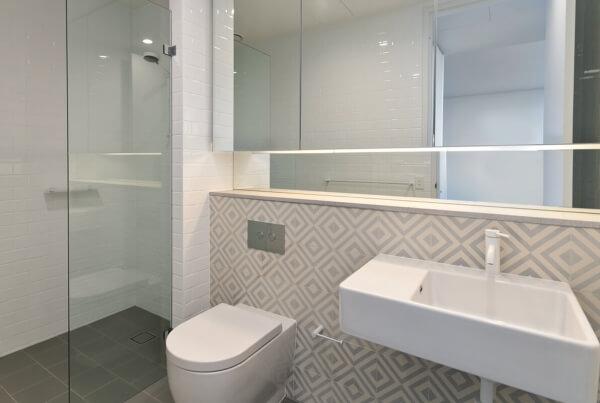 murs de salle de bain en carreaux de ciment