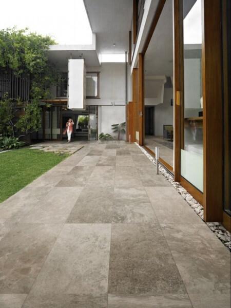 Terrasse en carrelage effet pierre