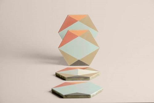 Carreaux de ciment hexagonaux dessinés par Eli Gutierrez et fabriqués par Cimenterie de la Tour
