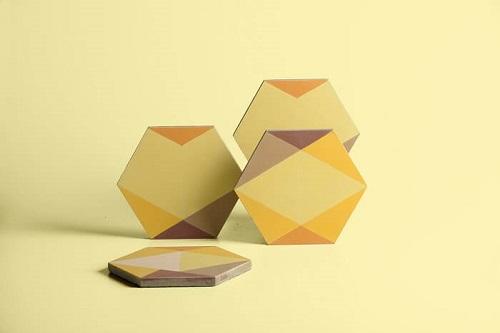 Carreaux de ciment jaune dessinés par Eli Gutierrez et fabriqués par Cimenterie de la Tour