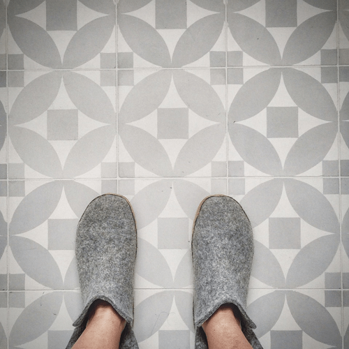 carreaux de ciment géométriques gris