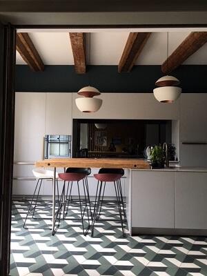 carreaux de ciment vintage dans une cuisine à paris
