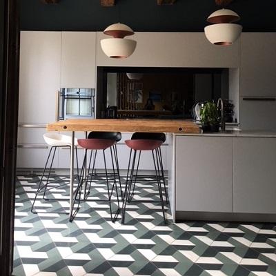 carreaux de ciment sur le sol d'une cuisine à reims