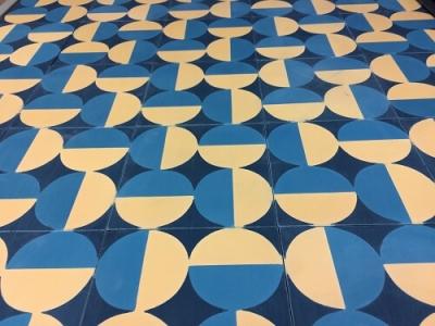 carreaux de ciment rond bleu et jaune