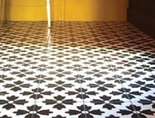 Un sol uni ou bicolore pour une pièce intemporelle
