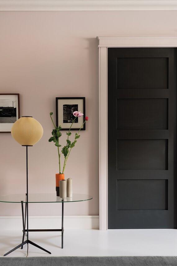 farrow and ball tar the california collection noir doux avec carreau de ciment cimenterie de la tour pour un interieur vitamine